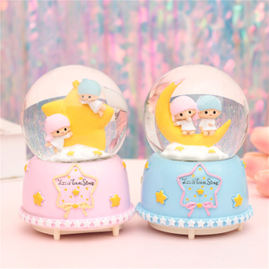 Hot Sale Personalized Handmade Polyresin Snow Globe with Wooden Base